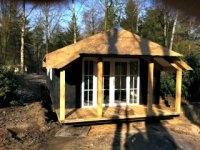 rietbedekte bungalow bij de Leemkule