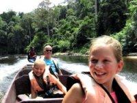Boottocht door de jungle van Maleisië