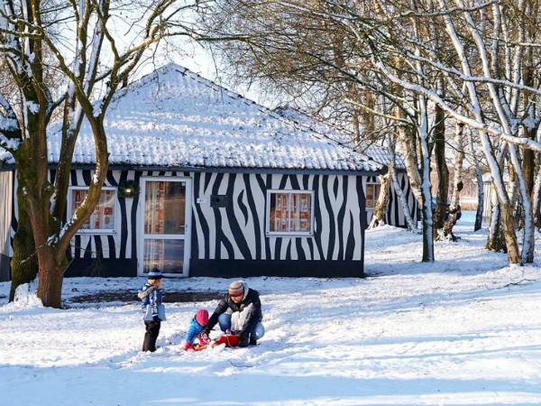 Als er sneeuw ligt, wordt een verblijf in een Jungalow extra bijzonder