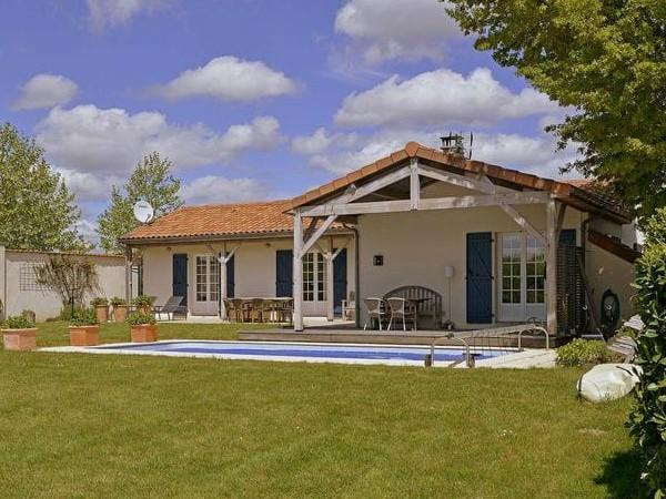 Vakantiehuis met zwembad bij L'Avenau