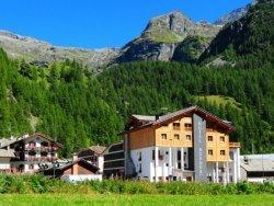 Hotel Dufour aan de voet van de bergen