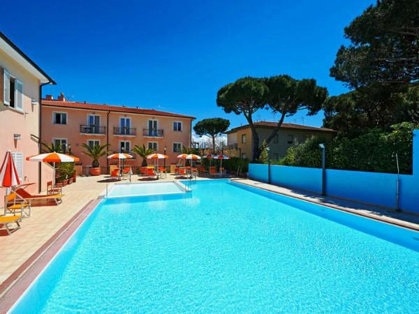 zwembad van hotel varo village