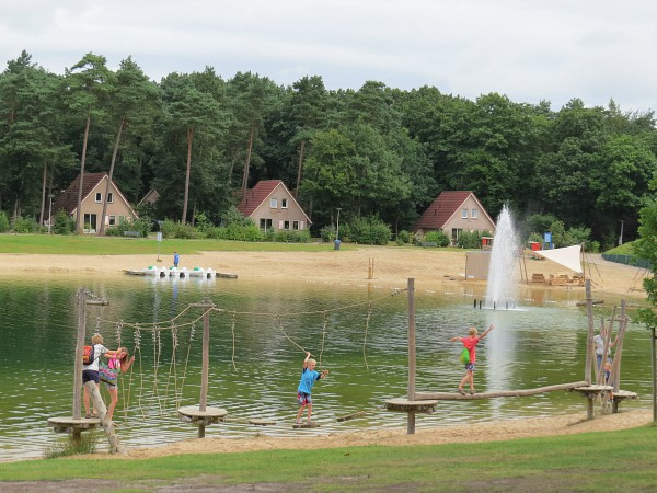 low rope parcours bij het meer