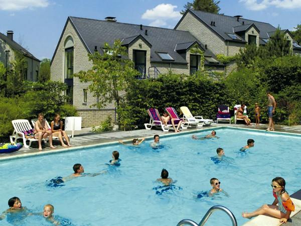 Buitenzwembad bij Residence Durbuy