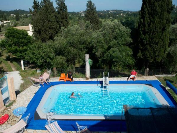 Het zwembad behorende bij de Appartementen van SNP