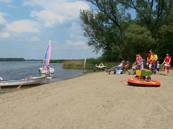 strandje aan het Veluwe meer
