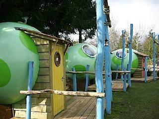 Slapen in een Draken-ei bij Camping 't Schinkel