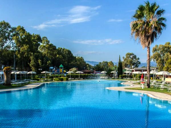 Het grote zwembad van Salice Club Resort