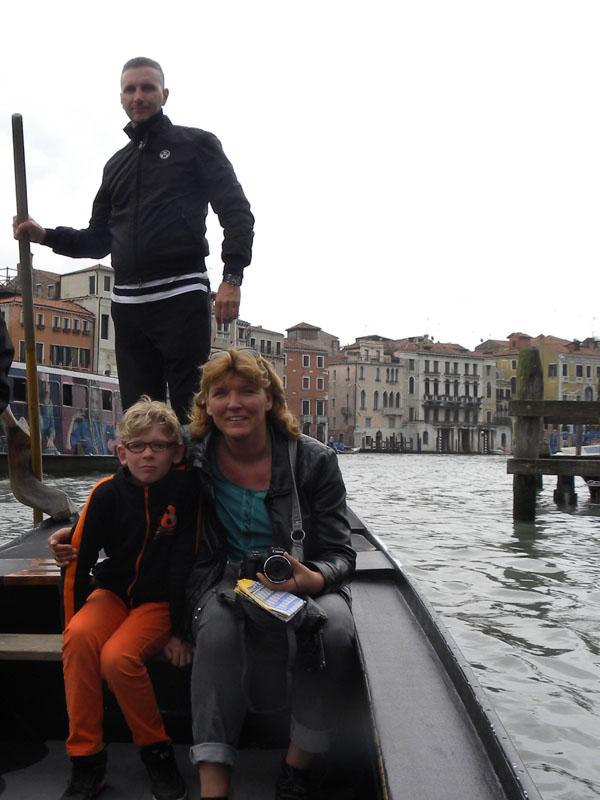 Hier zit ik samen met Zeb in een gondel in Venetië