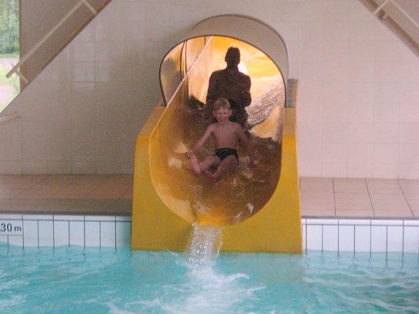 glijbaan van zwembad vakantiepark beekse bergen