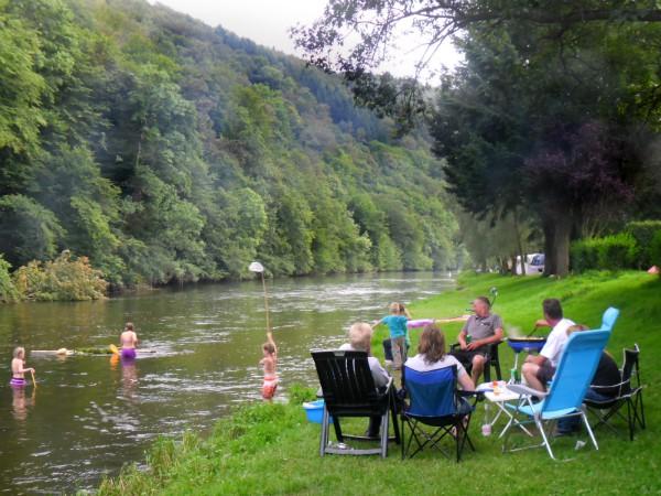 Heerlijk zo'n rivier langs de camping in de Ardennen