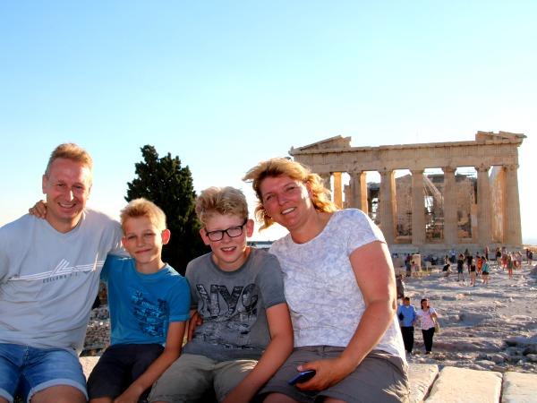 Ons familieportret op de Akropolis