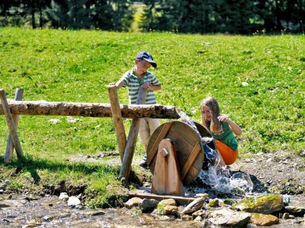Waterspel bij één van de bergbelevenis werelden in de Wilder Kaiser in Tirol