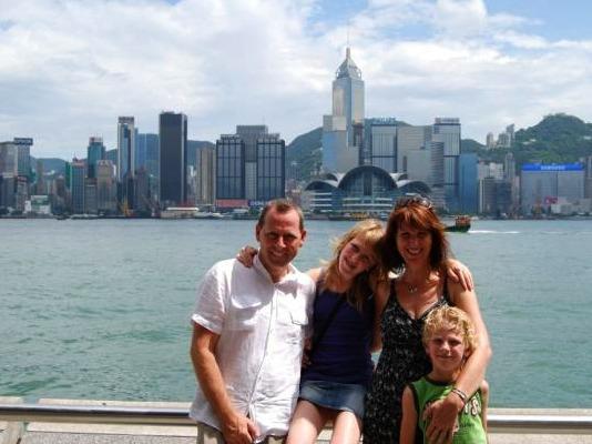 Voor de skyline van Hong Kong