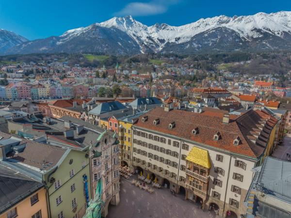 Innsbruck met de bergen op de achtergrond