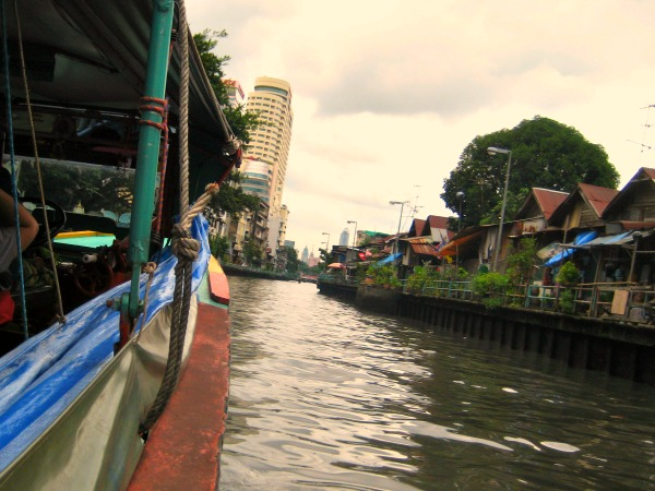 Met de kanaalboot door Bangkok