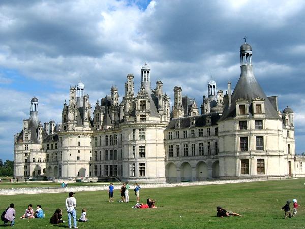 Lekker spelen op het grasveld voor het kasteel van Chambord