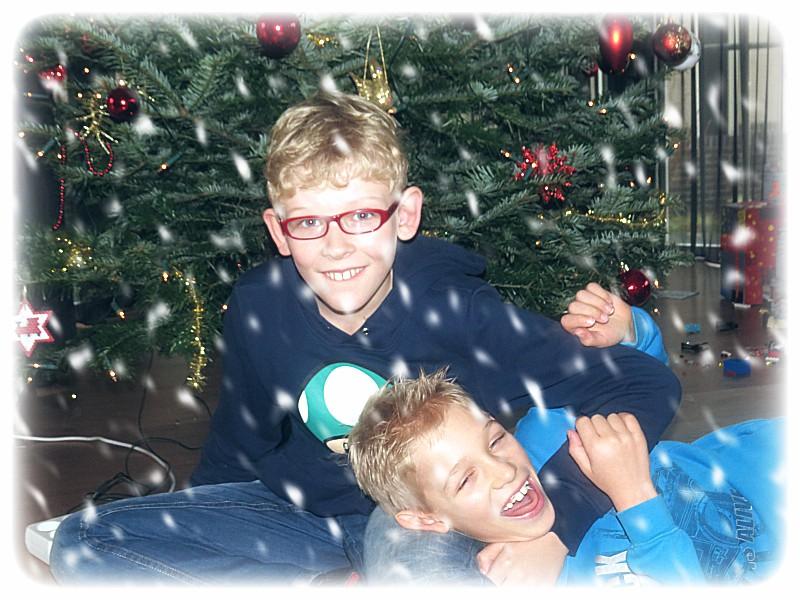 stoeien bij de kerstboom