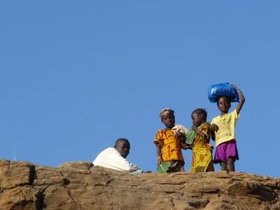 Nieuwsgierige kinderen in Mali