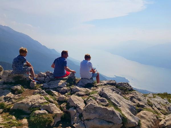Genieten van het uitzicht vanaf Monte Baldo