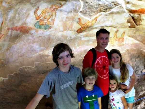 De muurschilderingen op weg naar de top van Sigiriya
