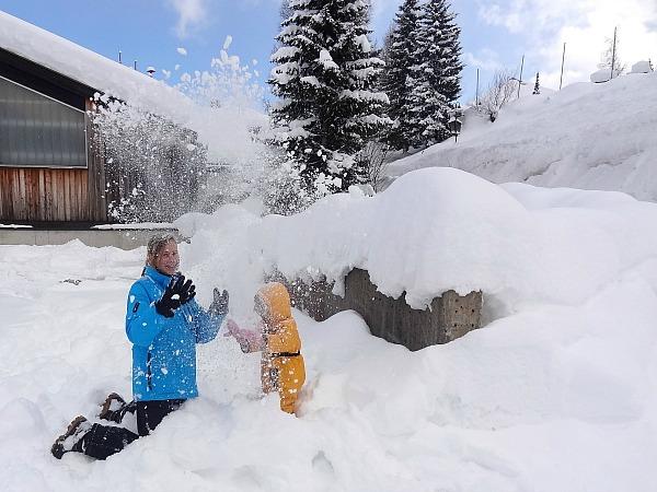 Spelen in de sneeuw bij de ANWB kinderopvang