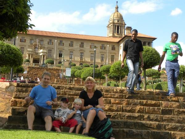 Op de trappen in het park bij het Union Building in Pretoria