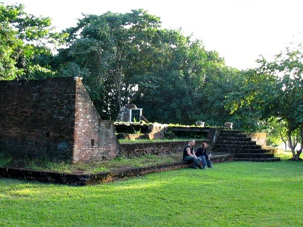De ruïnes bij Jodensavanne