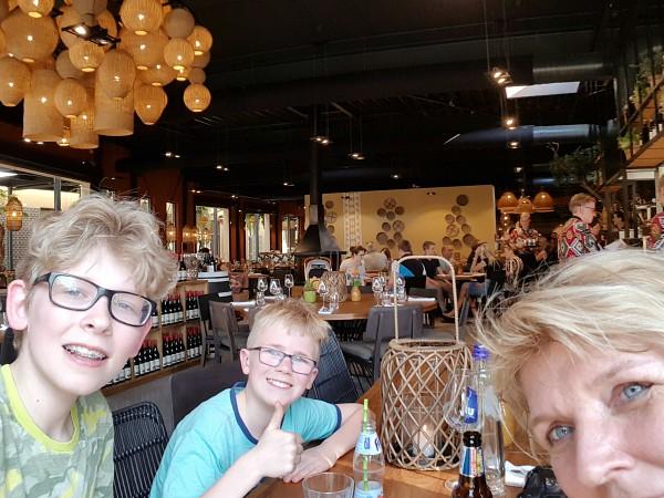 Diner bij restaurant Moto, Safari Resort Beekse Bergen