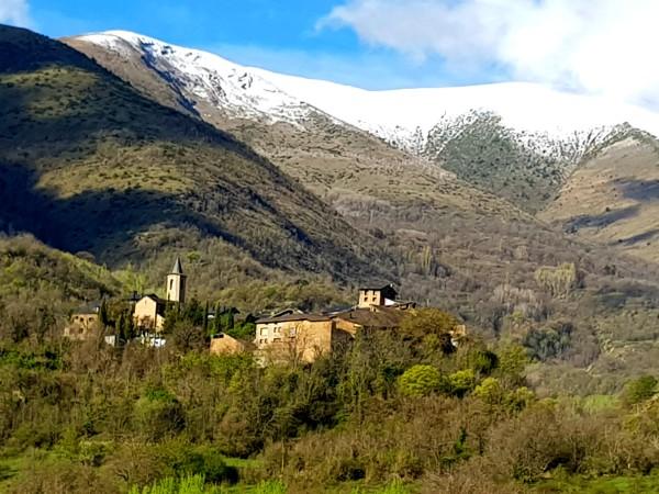 Kleine dorpjes tussen de bergen van de Spaanse Pyreneeën