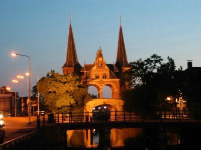 De mooie stadspoort van Sneek