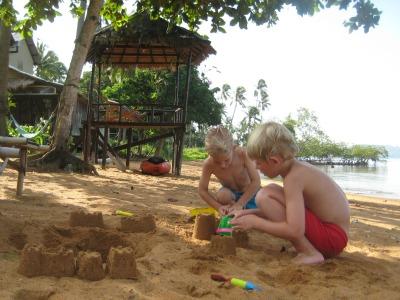 Op het strand aan de Oostkant van Koh Chang