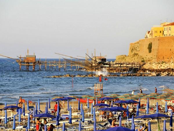Trabocchi vissershutjes aan de kust van Abruzzo