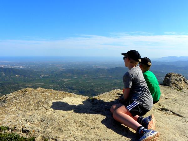 De bergen van Prades in Catalonië, met uitzicht op zee