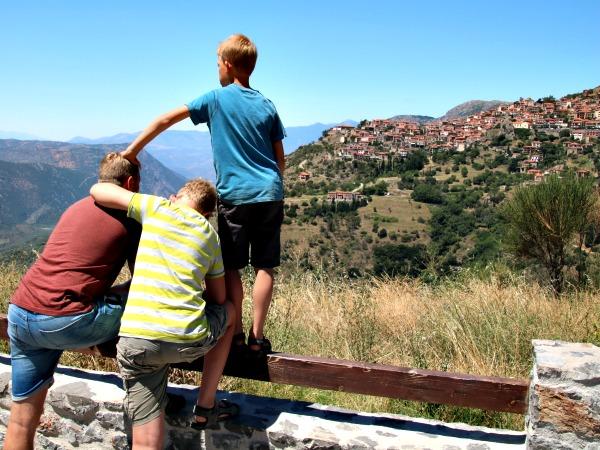 Prachtig uitzicht in de bergen op het Griekse Vasteland