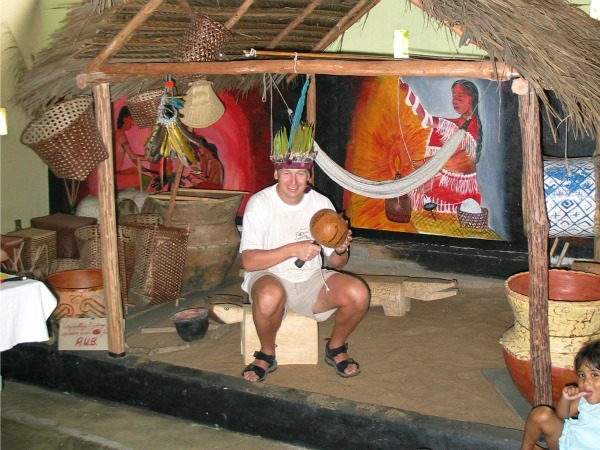 Patrick verkleed als Carib indiaan in Galibi