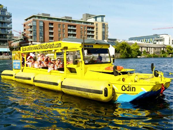 Is het een bus of een boot? Allebei!!
