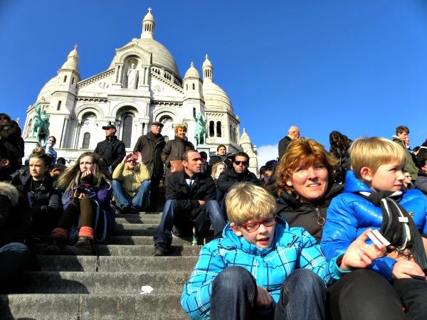 Op de trappen voor de Sacre Coeur