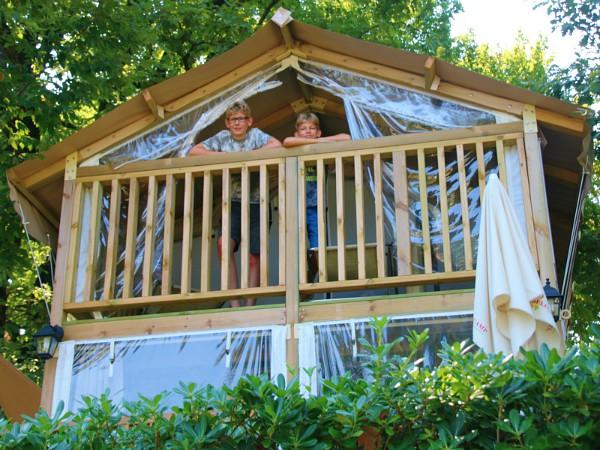 Zeb en Tycho in de Airlodge op Camping Weekend