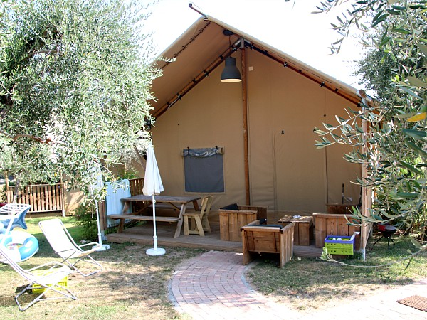 De mooie Safari Lodge op Camping Weekend