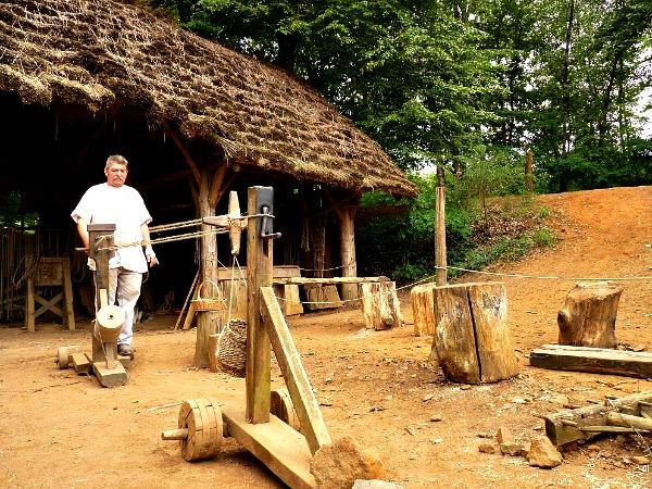 Middeleeuws werktuig bij Guédelon