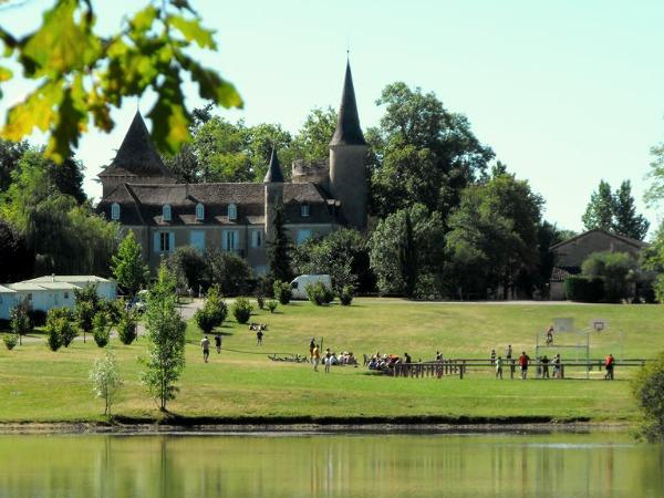Bijzonder campingdorp bij een kasteel