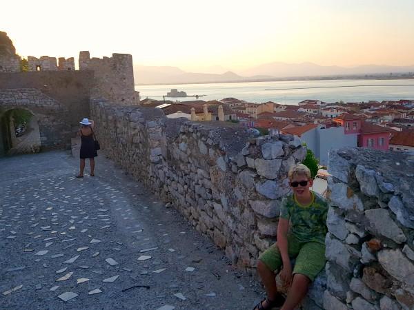 Zeb op een fort in Nafplio