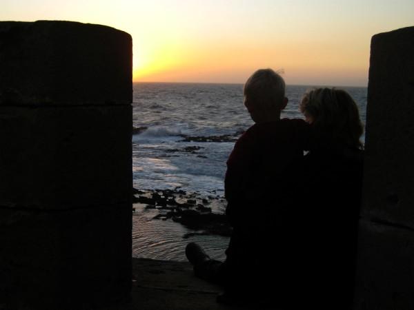 Met onze peuter Tycho genieten van de zonsondergang