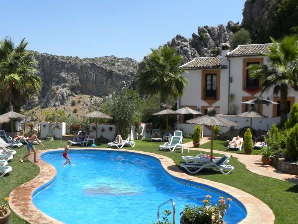 Mooi zwembad in Montejacque, één van de witte dorpjes in Andalusië