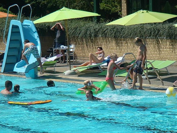Buiten zwembad bij Faeno Sund