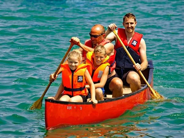 gezin in de kayak
