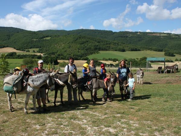 Wandelen met ezels in de prachtige natuur van Toscane