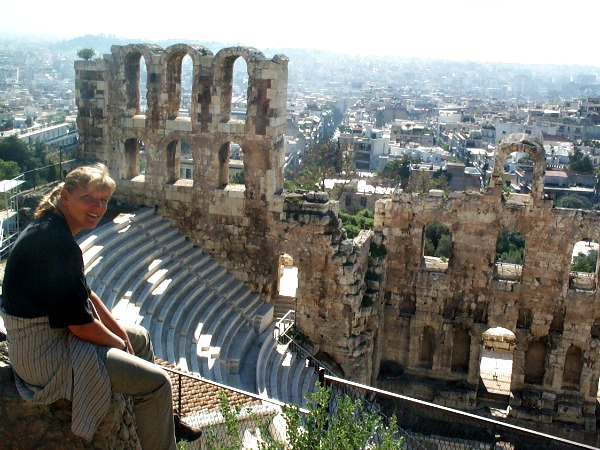 Het amphitheater bij de Acropolis in Athene