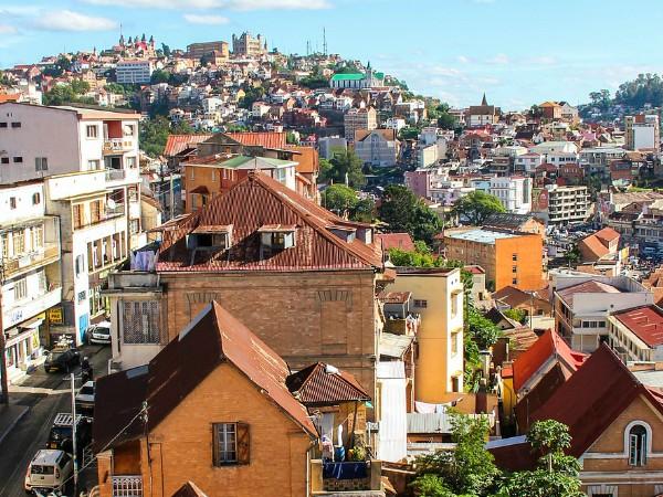 Antananarivo met op de achtergron het koninklijk paleis op de heuvel
